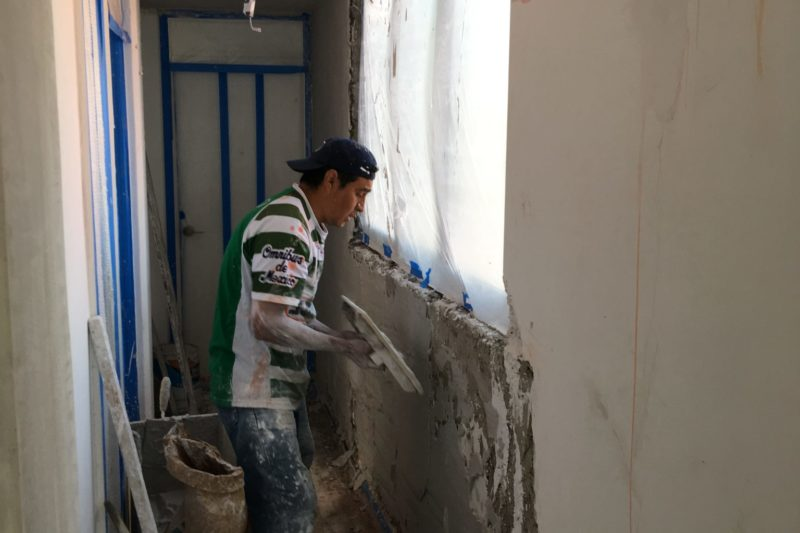 Aplanados de yeso en muros